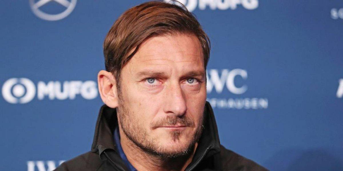 Francesco Totti no pierde la magia y consigue golazo de tiro libre