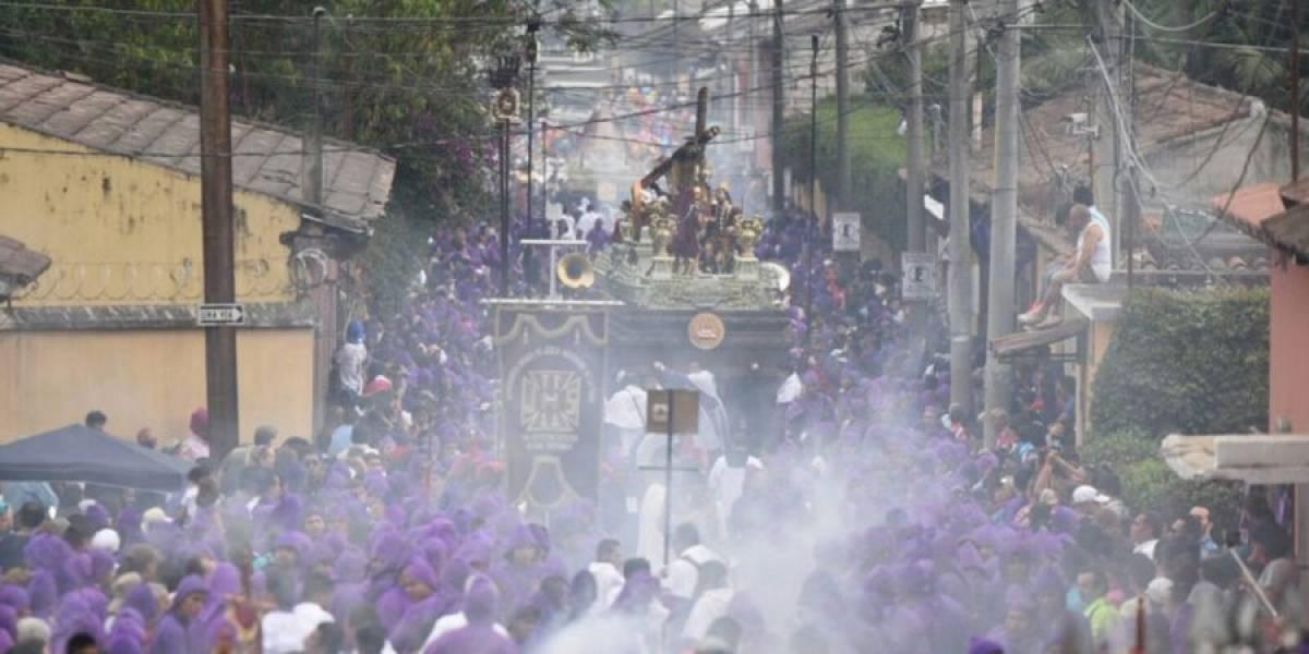 ¿Llega menos gente en vehículos a la procesión de Jesús de la Caída?