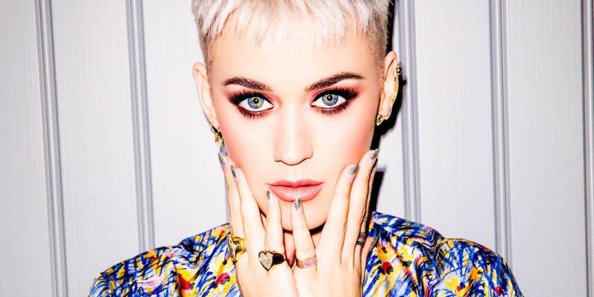 """Katy Perry besa en la boca a un concursante de """"American Idol"""" y luego lo elimina"""