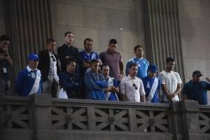 Futbolistas llegan a Congreso a urgir cambios