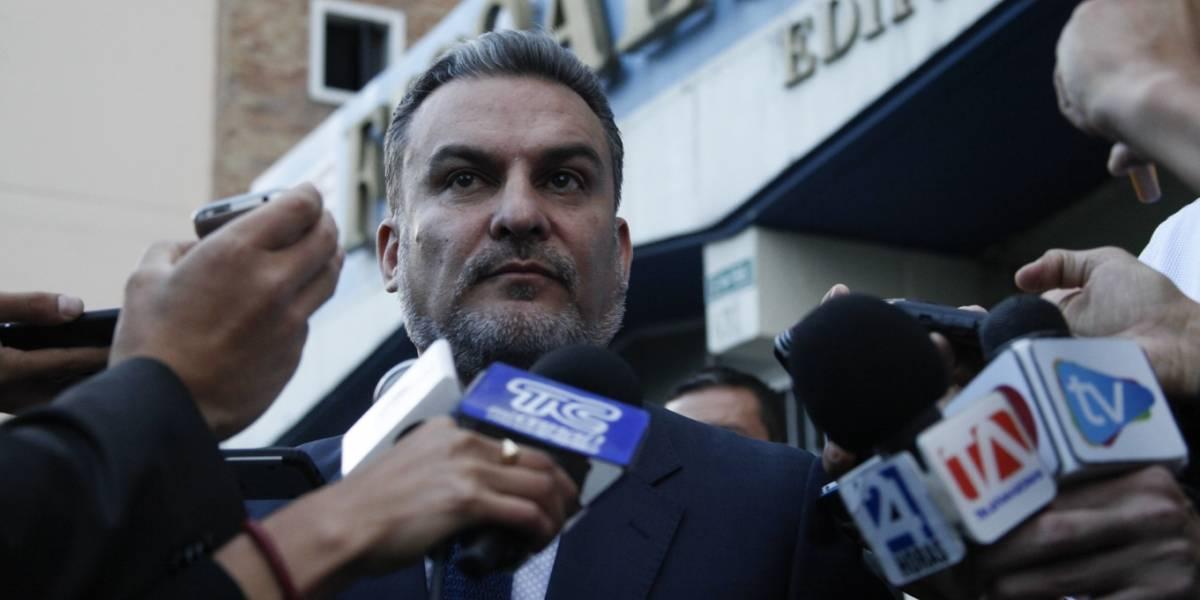 Martha Roldós publica fotos que involucran a José Serrano