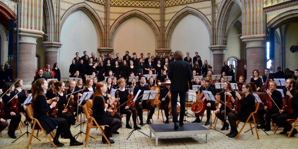 Orquesta Sinfónica de Hamburgo y guitarrista Excier Rodríguez ofrecerán conciertos en el país