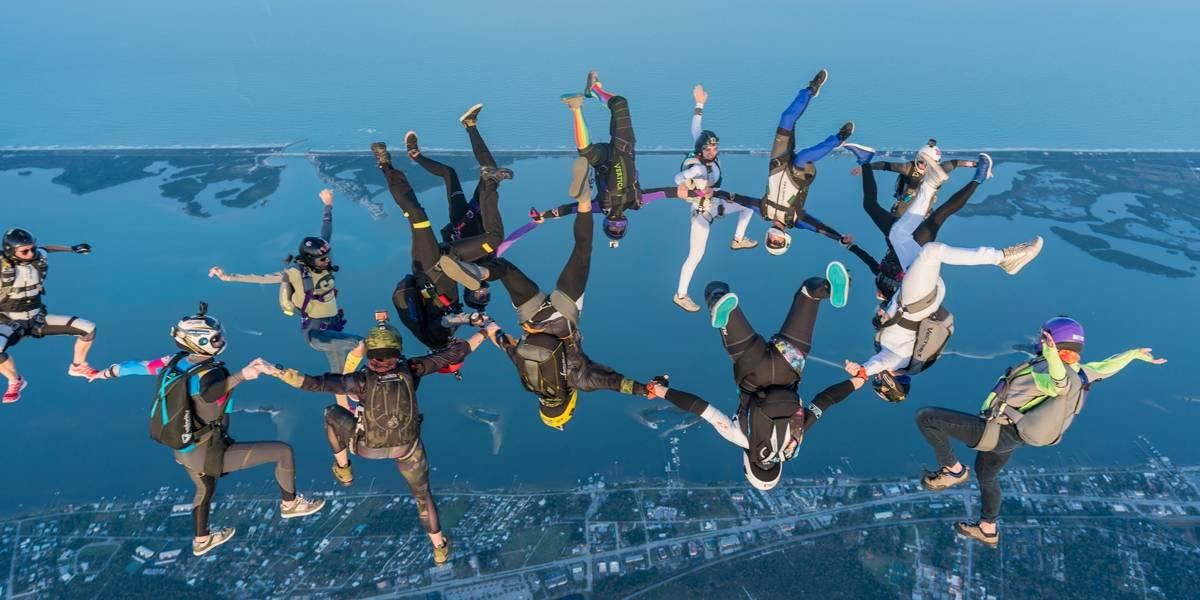 Mulheres marcam novo recorde mundial de paraquedismo feminino