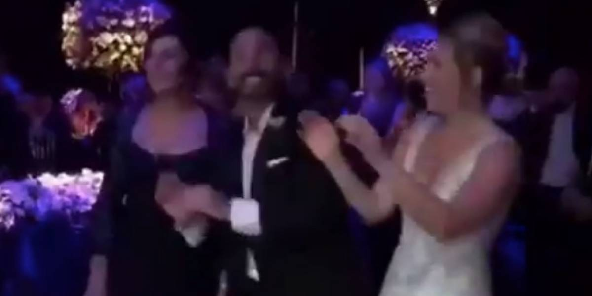 DURA pone a bailar a recién casados e invitados en su boda