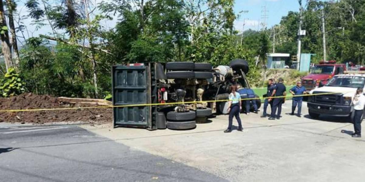 Muere conductor de camión en accidente en San Sebastián