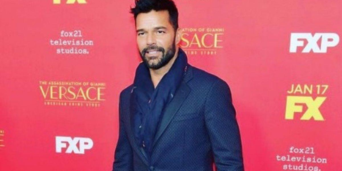 Ricky Martin se bajó los pantalones y sí… enseñó TODO el trasero