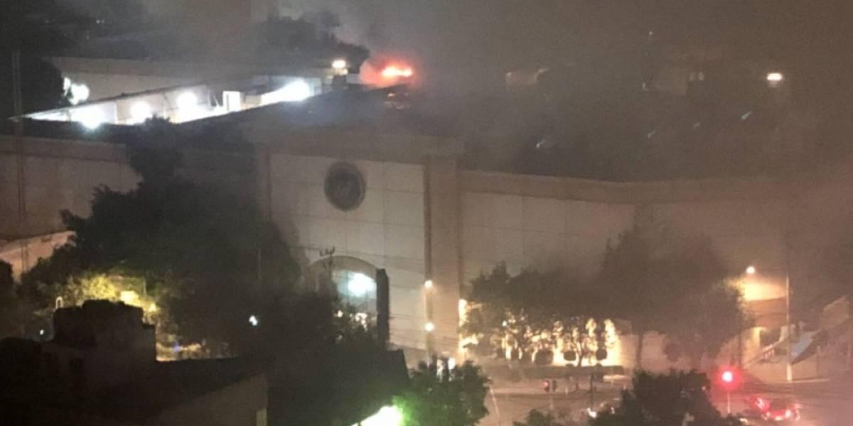 Se registra fuerte incendio en tienda departamental de la Roma