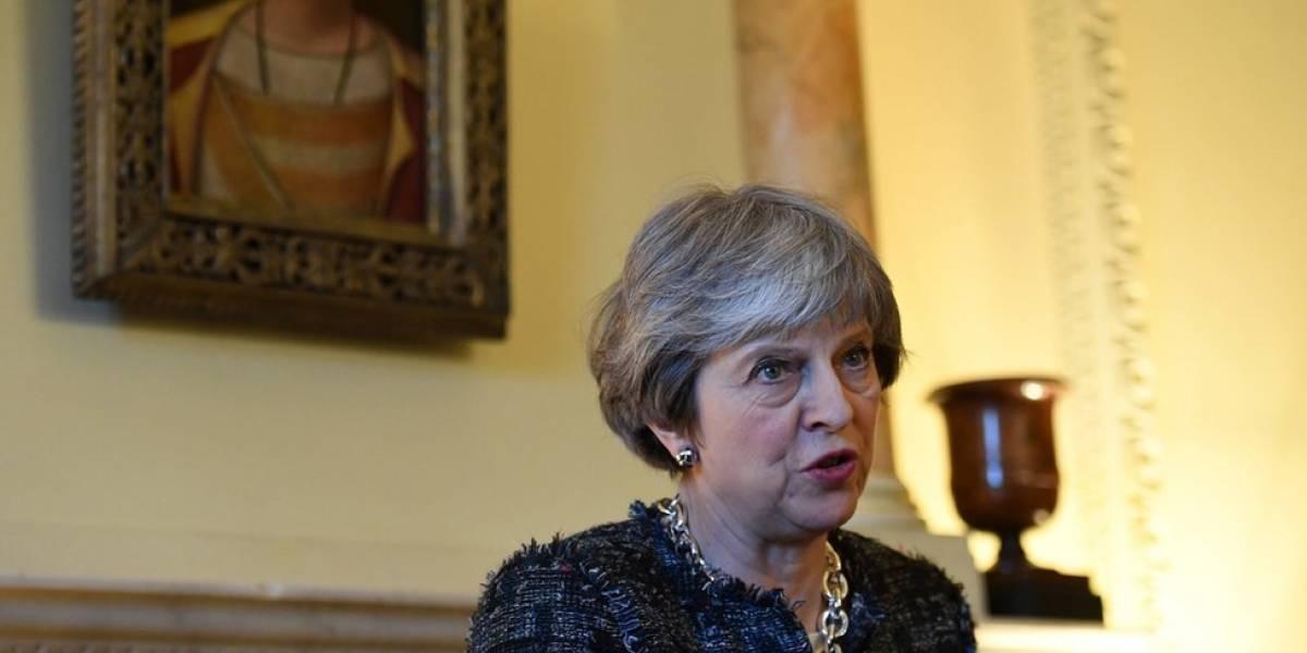 Objetivo não é derrubar Assad, diz Theresa May