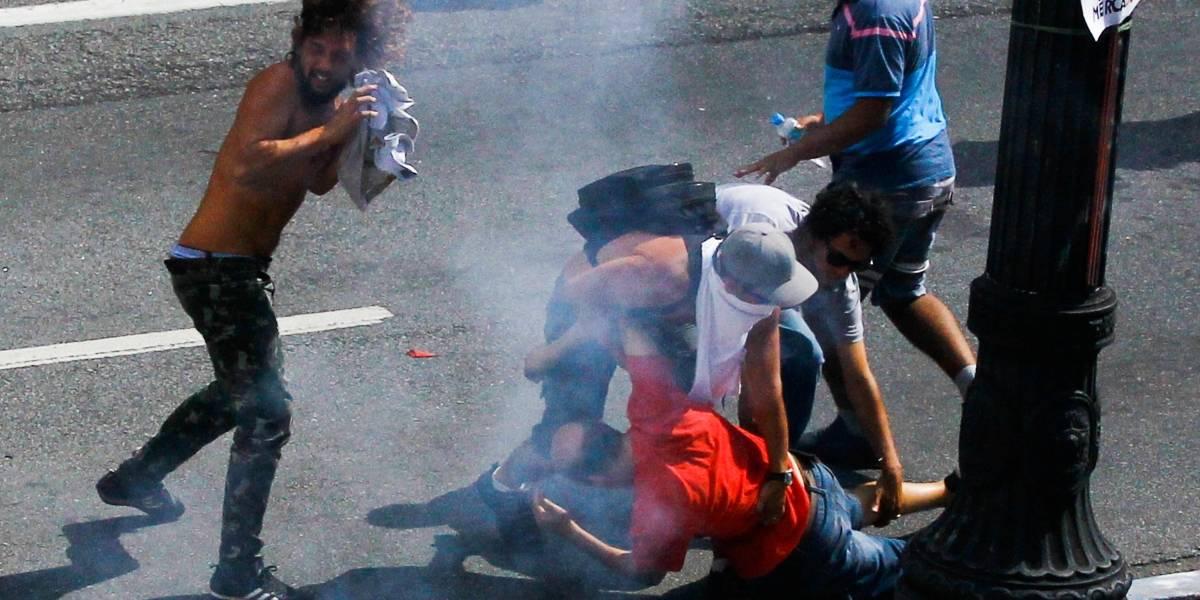 Polícia lança bombas em ato de professores em São Paulo