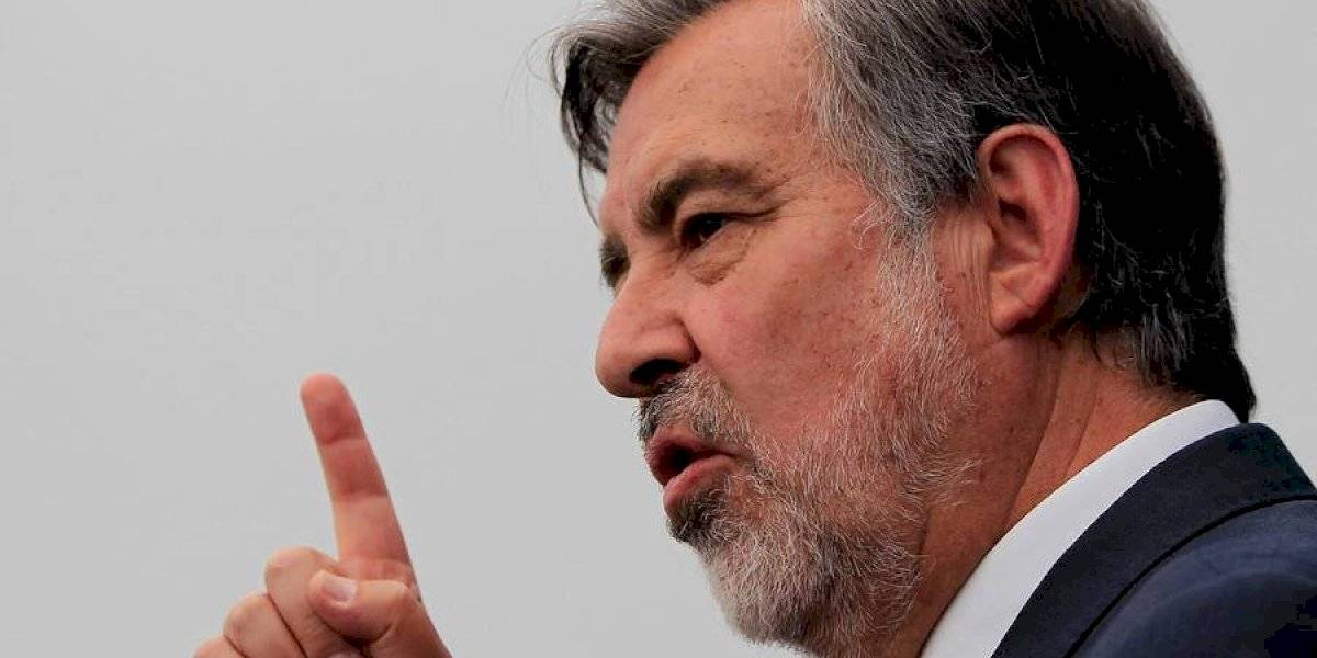 """""""El tiempo se acabó"""": Guillier pide a Piñera elecciones anticipadas de Presidente y de """"la totalidad del Congreso Nacional"""""""
