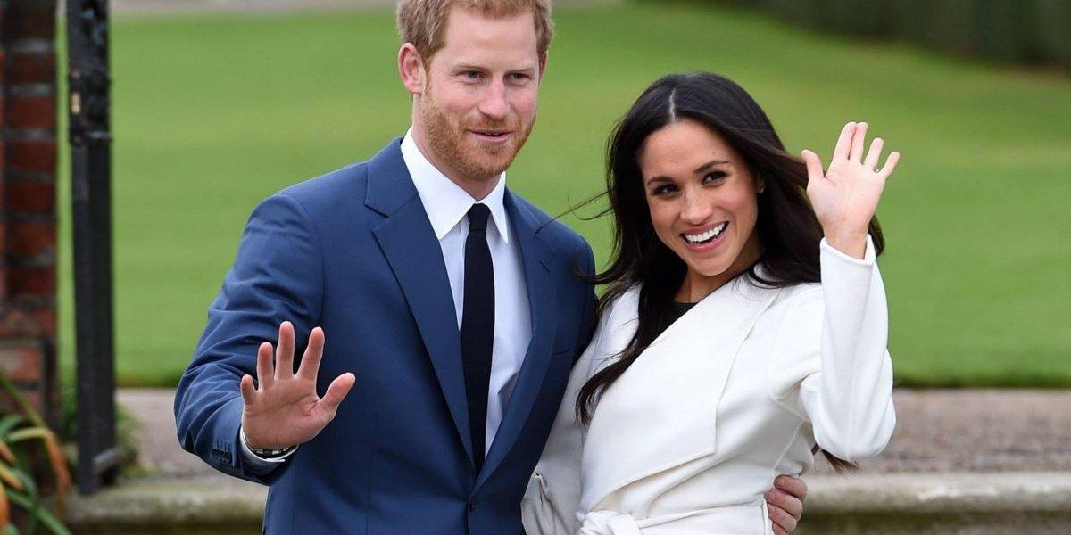 Los admiradores se preparan para la boda real