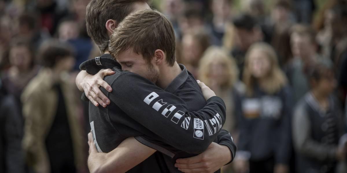 Miles de estudiantes en EU se manifiestan por un mayor control en venta de armas