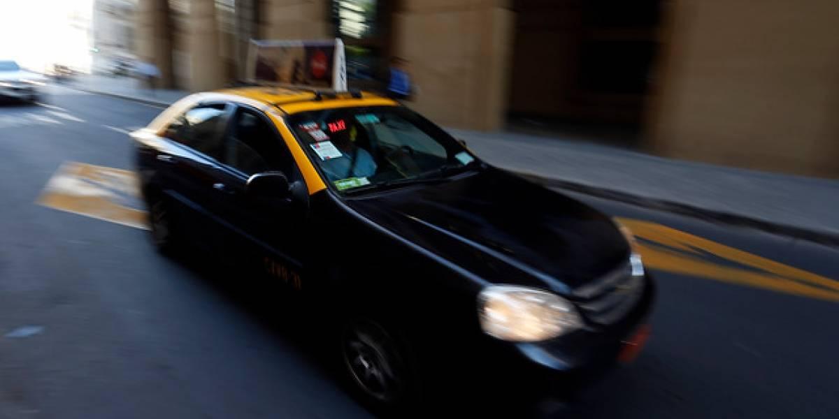 Argentino se burla de taxista chileno con cruel broma mundialista y se convierte en viral