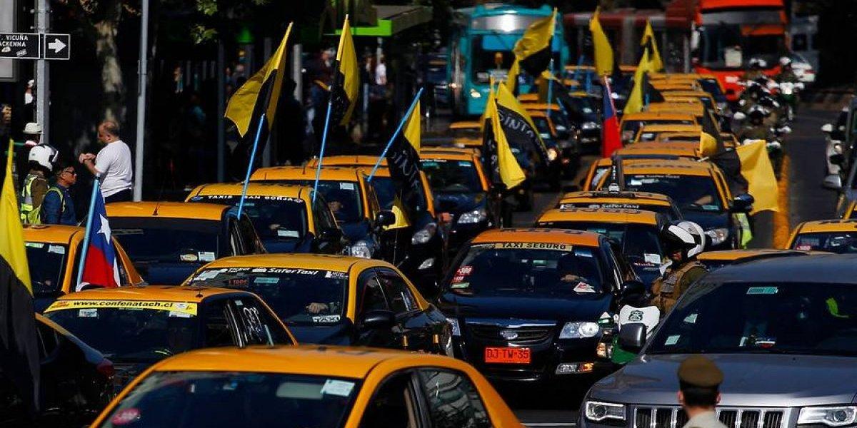 """Taxistas se comprometen a dar """"salto cuántico"""" en el servicio con la utilización de Taxicity"""