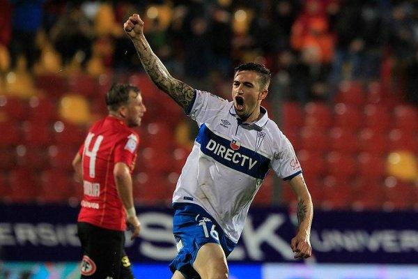 El festejo de gol de Tito Noir tras su golazo de chilena ante Unión el 15 de octubre de 2016. Inmediatamente después de celebrar fue reemplazado por Fernando Cordero / Foto: Agencia UNO