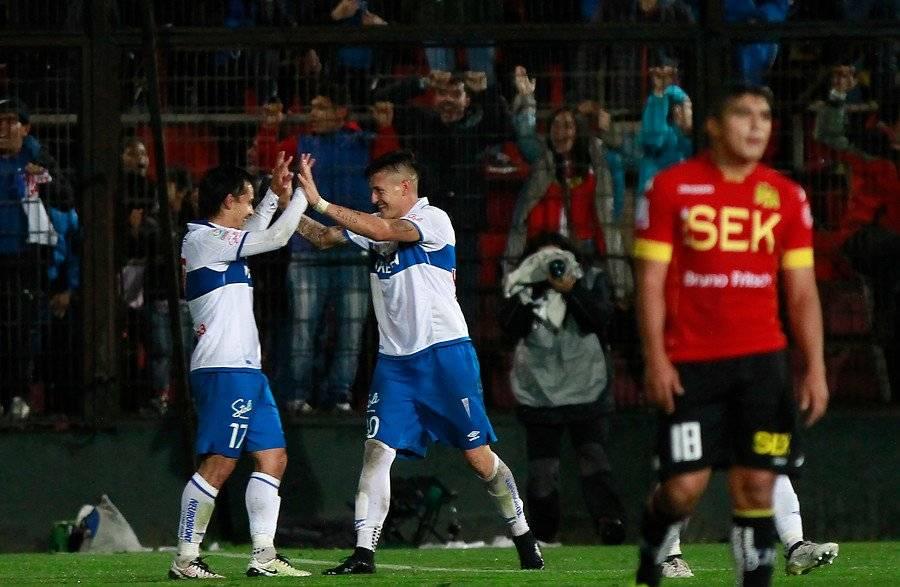 Espinosa y Castillo celebrando el gol que le dio el triunfo 4-3 a la UC en Santa Laura / Foto: Agencia UNO