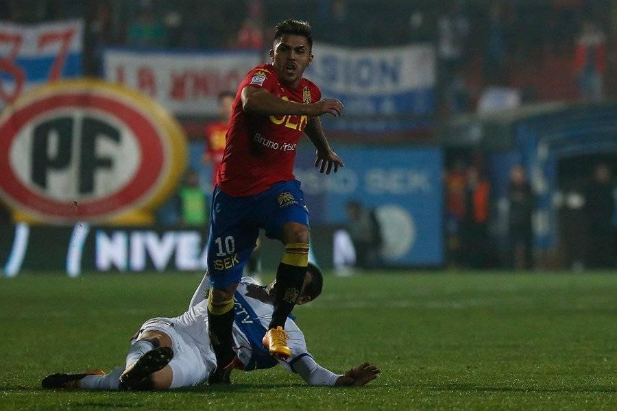 El momento en que Pinares pisa a Aued y le fractura una costilla / Foto: Agencia UNO