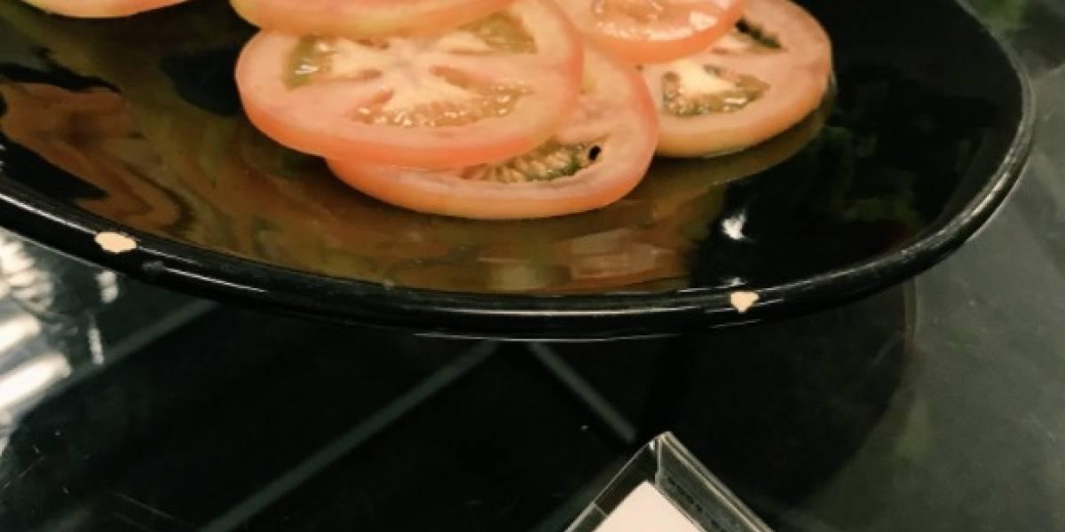 """""""Sólo falta que diga sin gluten"""": las burlas en redes sociales por restorán que ofrece """"carpaccio"""" de tomates"""