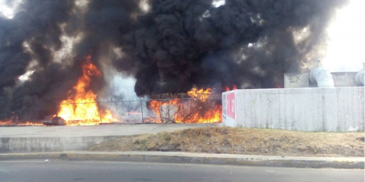 Se incendia pastizal en avenida Gran Canal