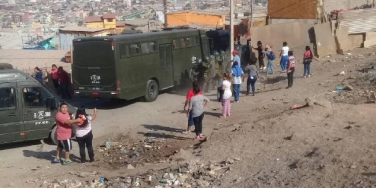"""""""Le pegaron a señoras y niños"""": Denuncian violento desalojo por parte de Carabineros en campamento de Antofagasta"""