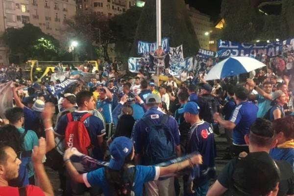 Hinchas de Millonarios en Buenos Aires