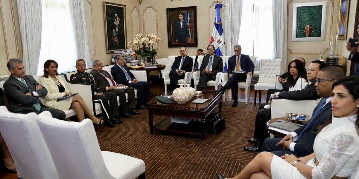 Danilo Medina revisa avances en transporte y movilidad