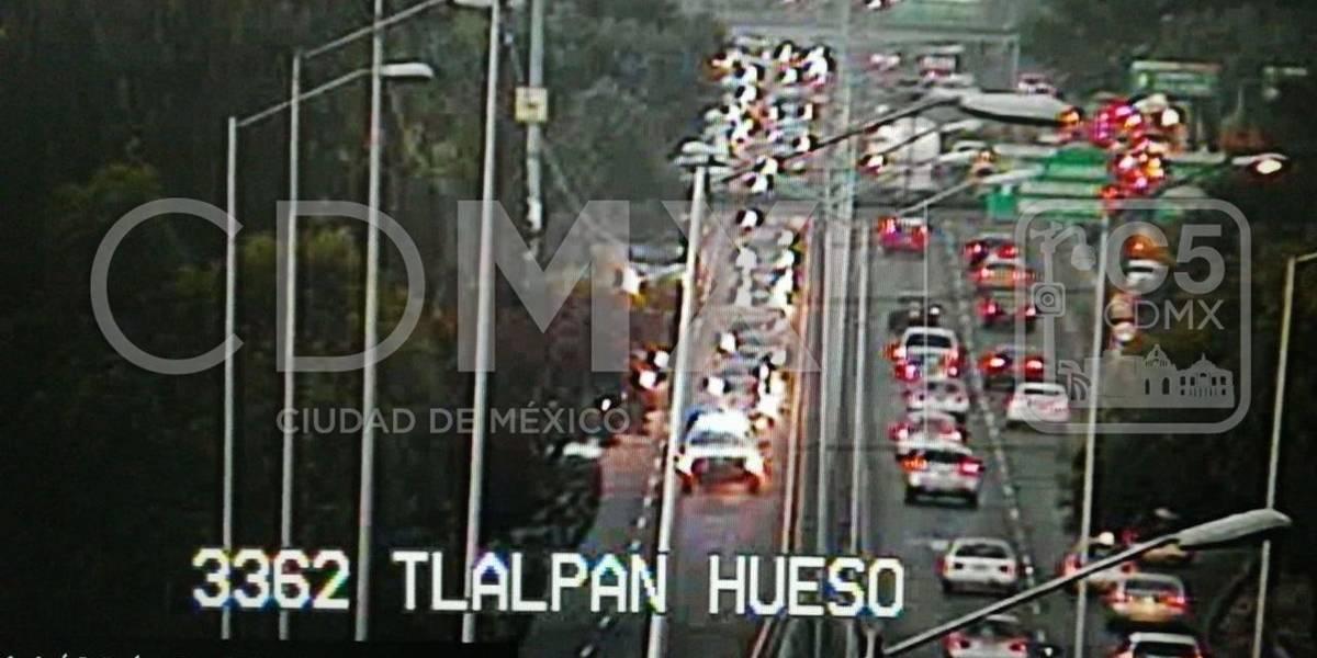 Carambola entre 7 autos provoca caos vial en Viaducto Tlalpan