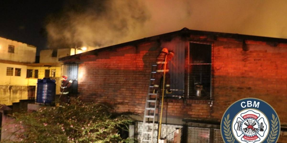 Incendio causa daños en vivienda de la zona 21