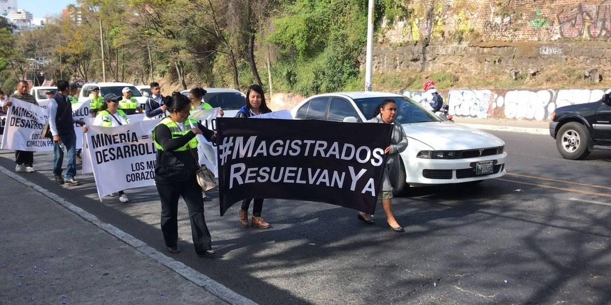 Trabajadores de empresa minera realizan movilización en la capital