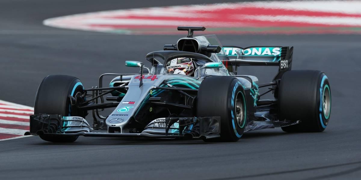 Hamilton passeia e crava mais uma pole no Japão; Ferrari erra e Vettel sai em 8º