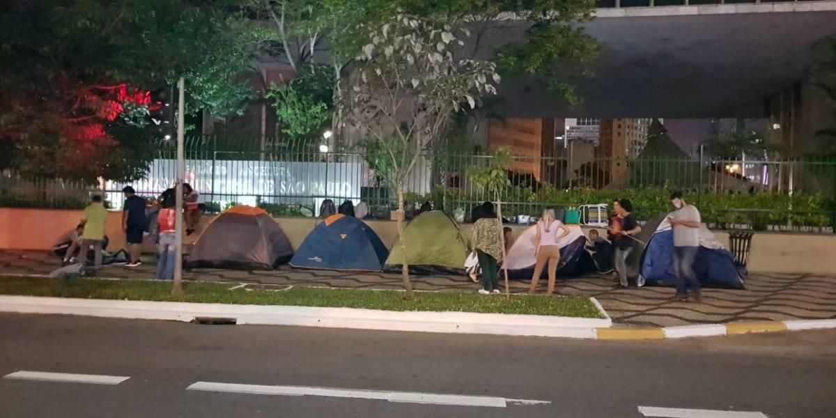 Em greve desde a semana passada, professores de SP acampam em frente à Câmara