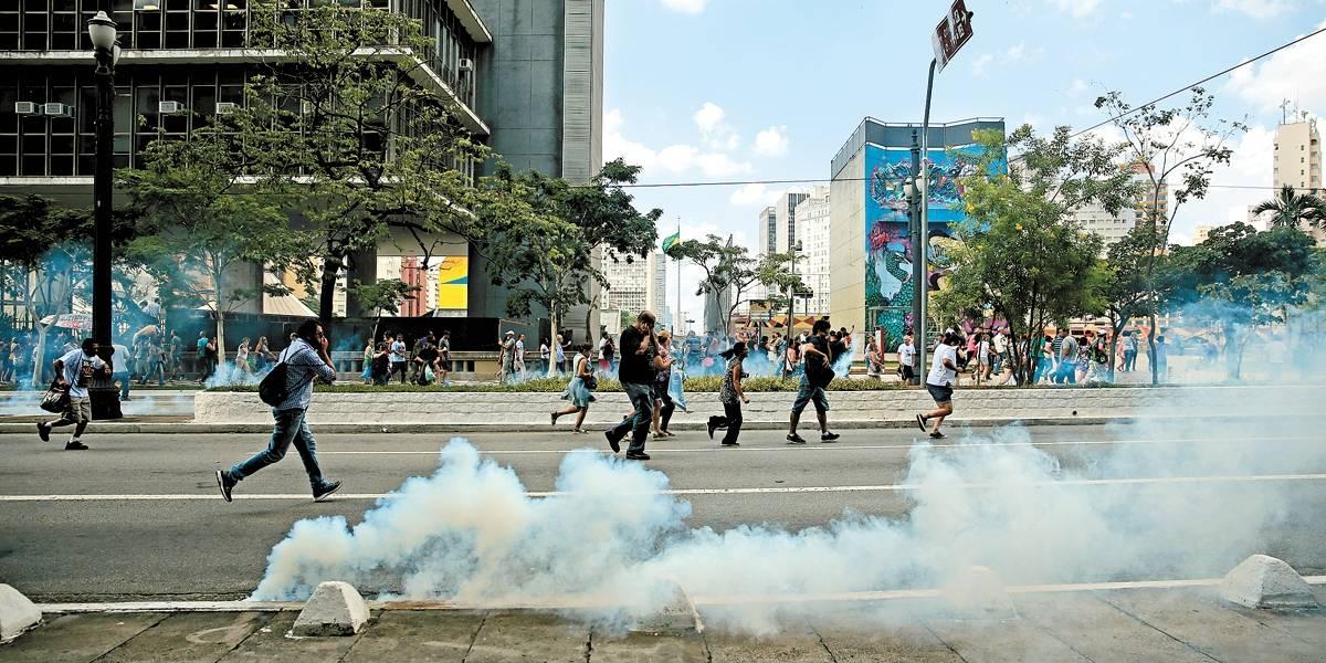 Protesto de professores contra ajustes na Previdência acaba em confronto em SP