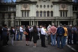 piden firmas para destituir al PDH Jordán Rodas