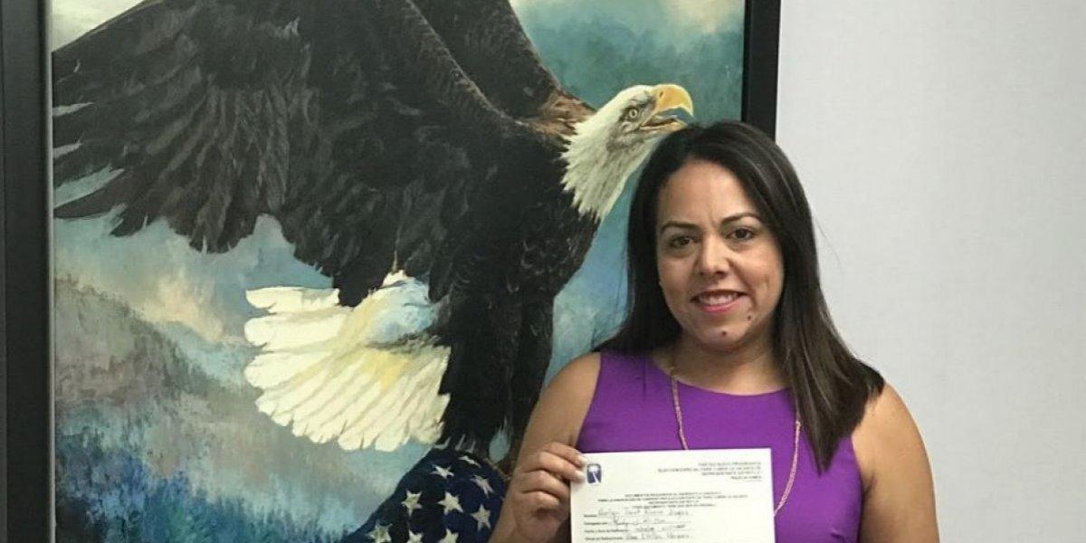 Merlyn Jacet Rivera presenta candidatura para vacante de la Cámara