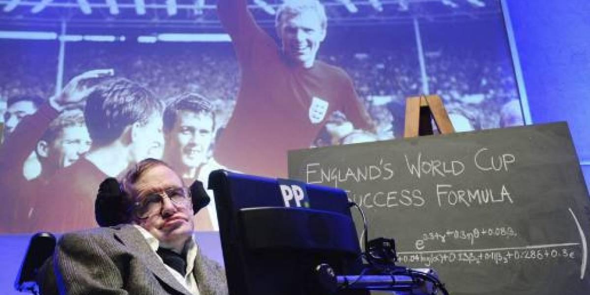 Stephen Hawking y cómo lanzar un penal perfecto en el fútbol