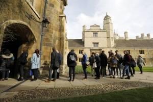 Despiden a Stephen Hawking en Cambridge