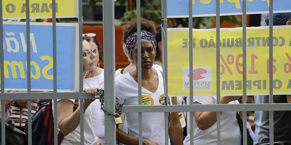 Ato de professores bloqueia via no centro de São Paulo