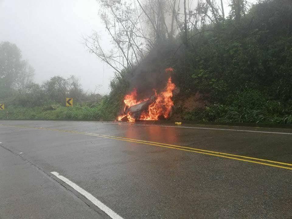 Al Día Vehículo se incendió en la vía Cuenca - Molleturo - El Empalme