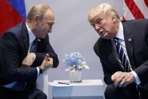 En esta foto de archivo tomada el viernes 7 de julio de 2017, el presidente de EE. UU., Donald Trump, se reúne con el presidente ruso, Vladimir Putin, en la cumbre del G-20 en Hamburgo, Alemania. (Foto AP / Evan Vucci)