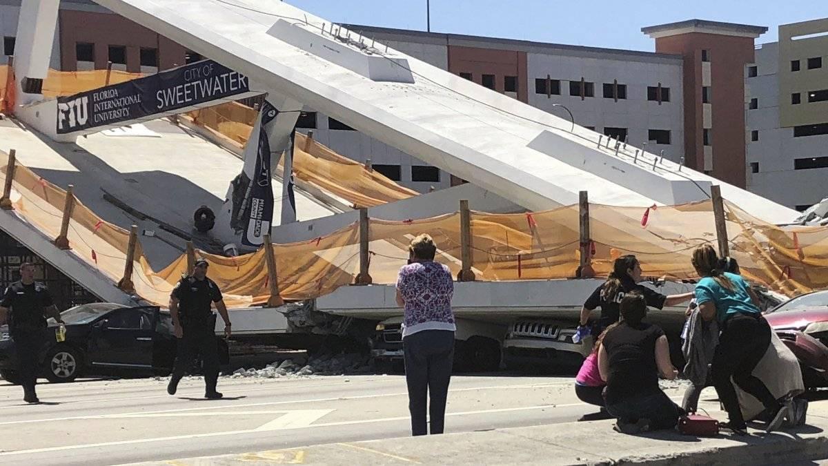 Puente peatonal colapsado en la Universidad Internacional de Florida. / Foto: AP