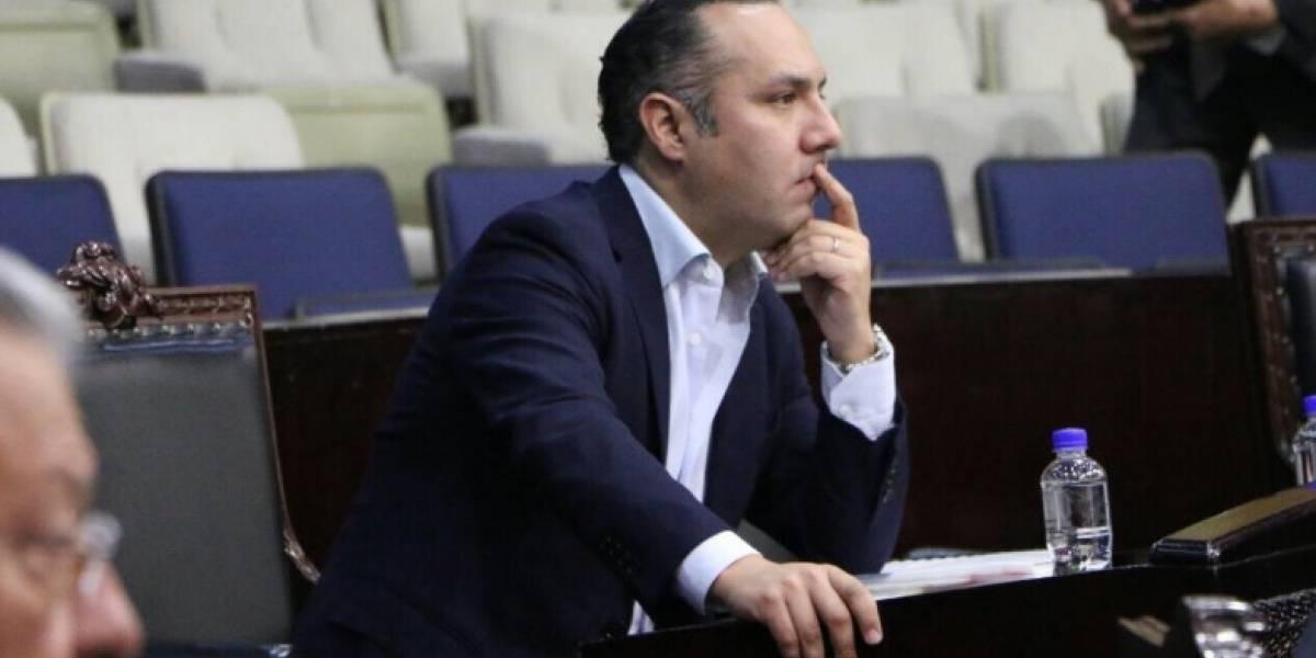 Canek Vázquez renuncia al PRI tras 25 años de militancia
