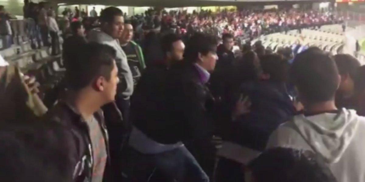 VIDEO: Aficionados de Pumas golpean a necaxistas tras derrota