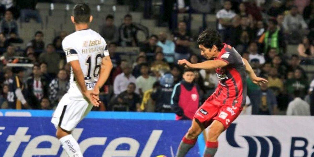 Como antaño: Matías Fernández marcó gol de tiro libre en movido duelo de chilenos entre Necaxa y Pumas