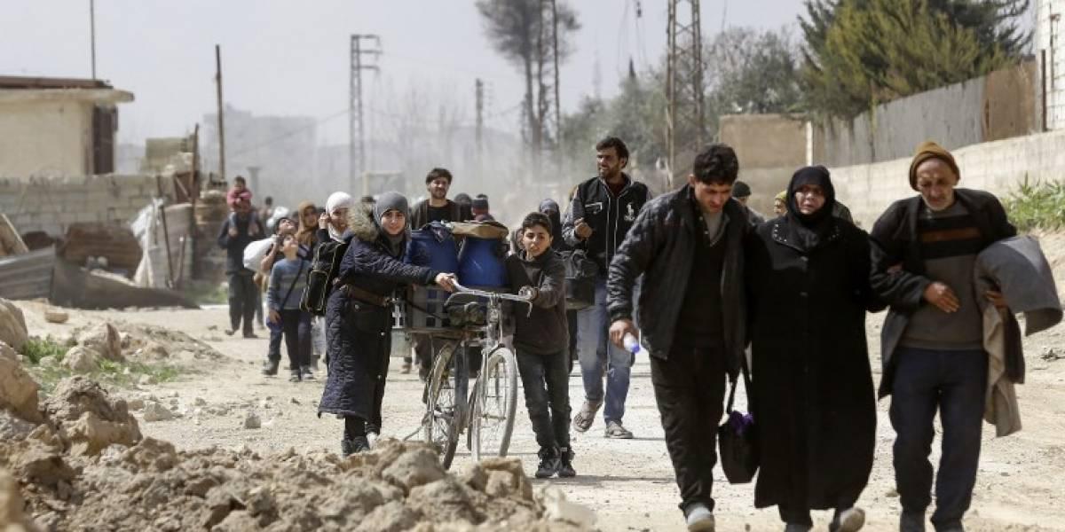 Más de 20 mil civiles huyen del enclave sirio de Guta oriental