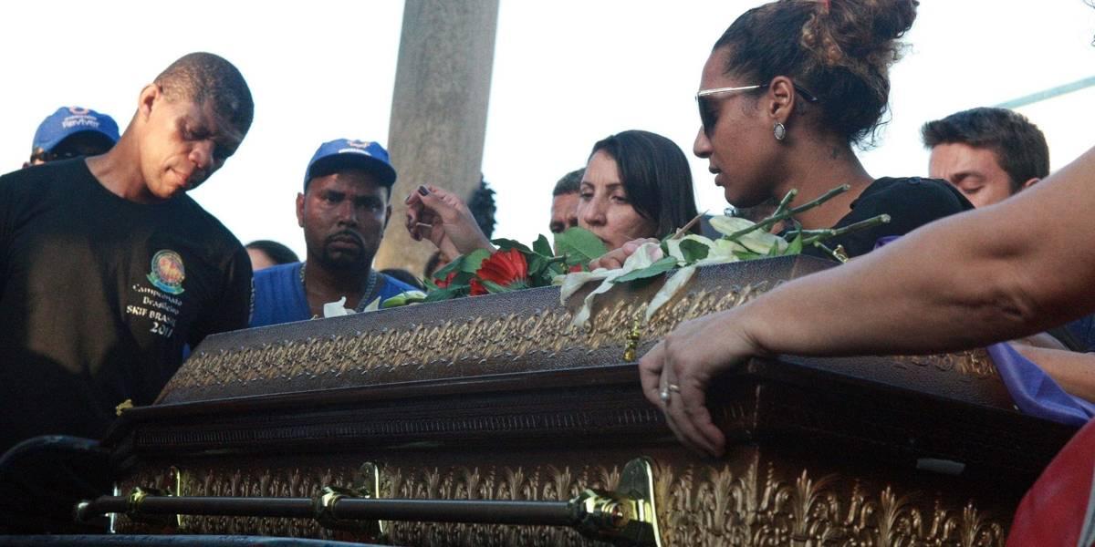 Corpo de Marielle Franco é enterrado no Rio