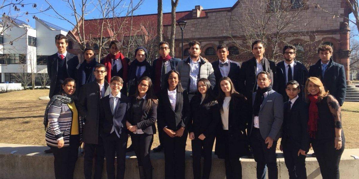 Reconocen estudiantes de Ashton School en torneo de debate en Harvard