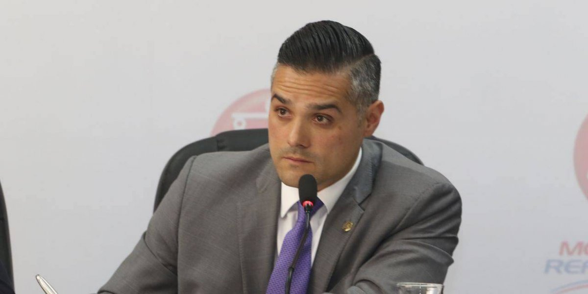 Diputado Hernández Azmitia se presenta en la Fiscalía de Delitos Electorales