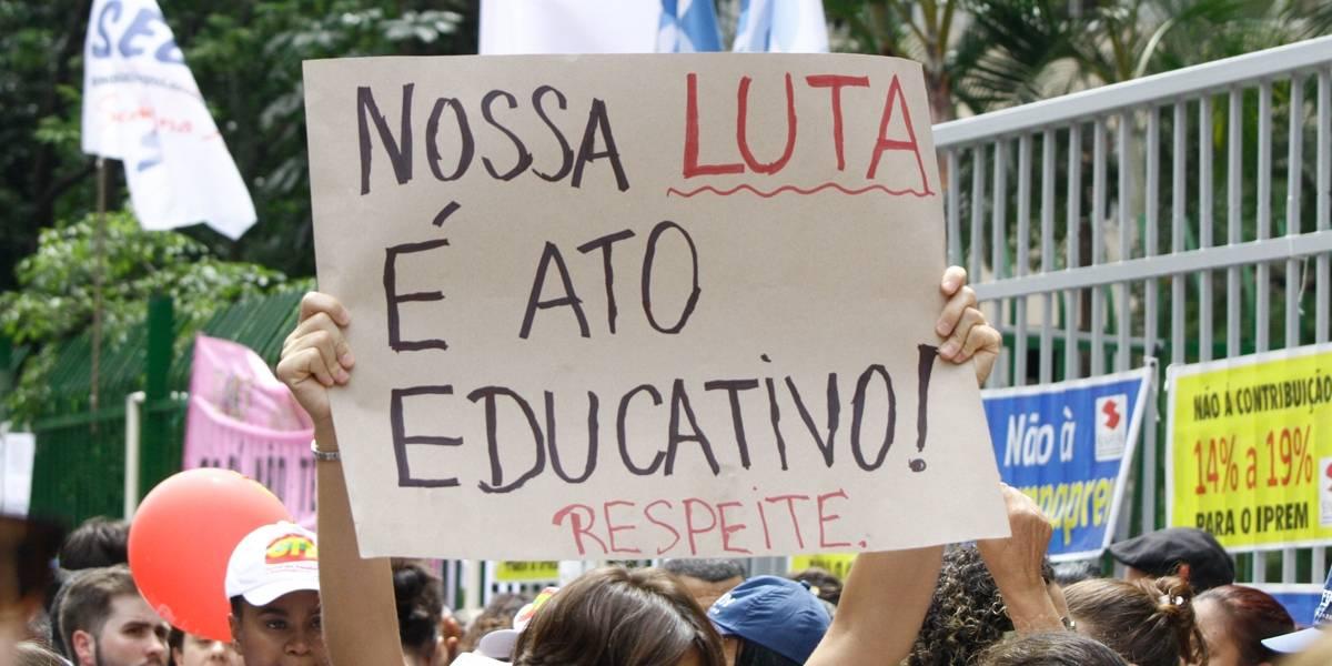 Professores e outros servidores municipais voltam a protestar em São Paulo