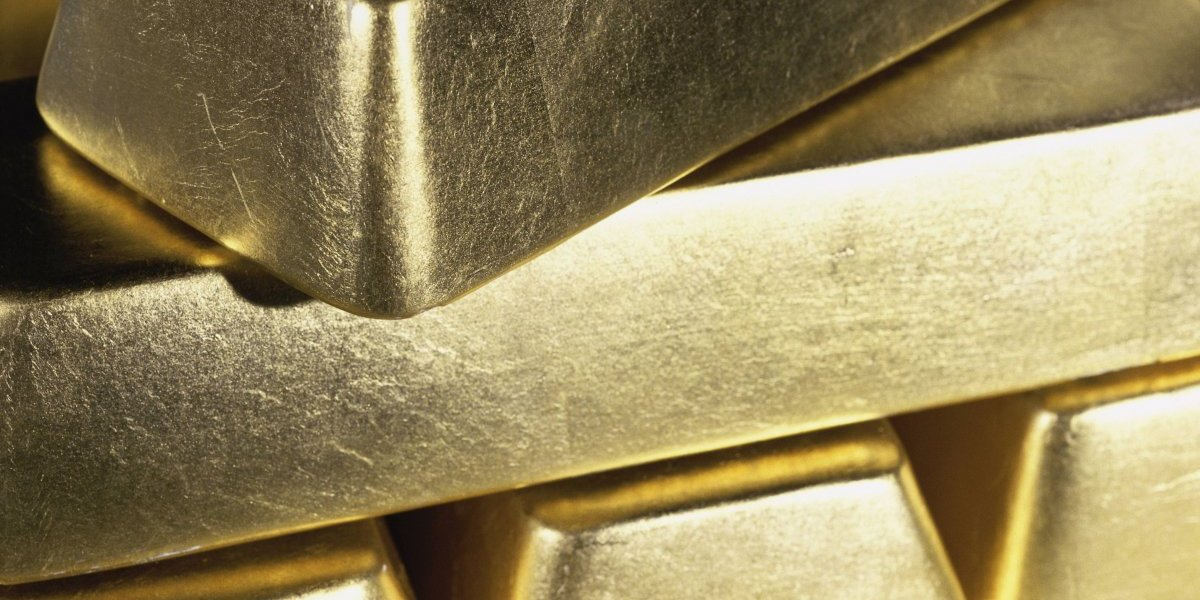 Fallo en avión arroja oro sobre pista en aeropuerto de Rusia