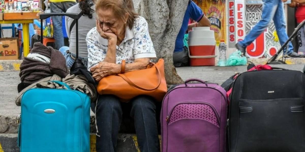 Aerolineas en Inglaterra cobrarían más a familias por viajar juntos en vuelos